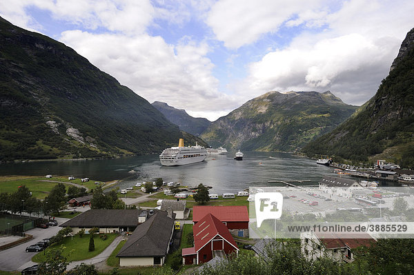 View from the Flydalsjuvet on the village Geiranger  Geiranger Fjord  UNESCO World Heritage Site  Norway  Scandinavia  Northern Europe