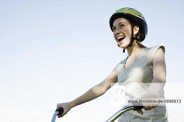 Teenagerin auf dem Fahrrad Teenagerin auf dem Fahrrad