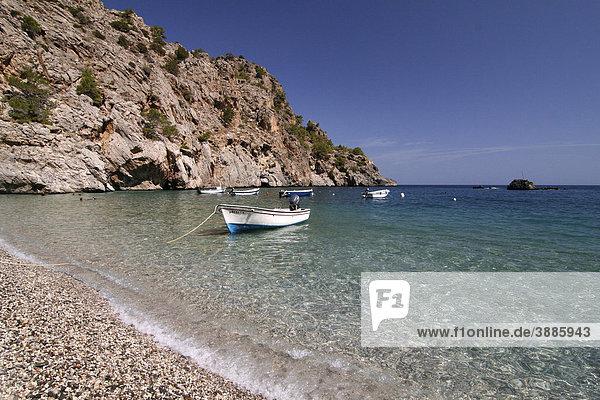 Boot in der Bucht von Achata  Insel Karpathos  Ägäische Inseln  Ägäis  Dodekanes  Griechenland  Europa