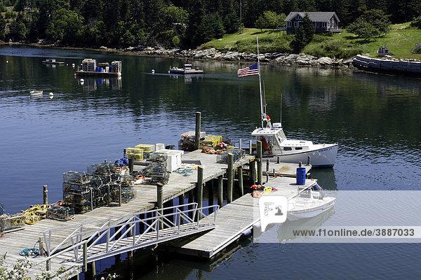 Harbor  Hummerkutter  Frenchboro  Long Island  Küste von Maine  New England  USA