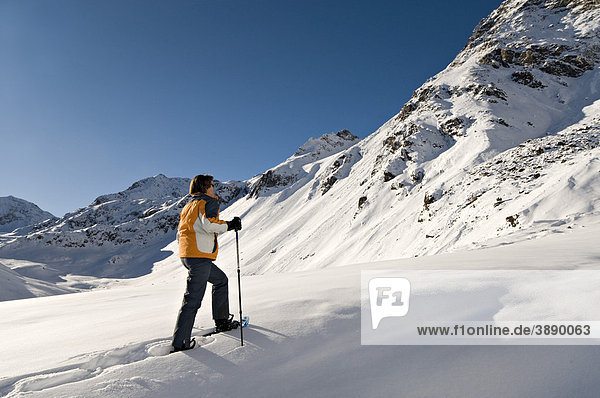 Schneeschuhwanderer  Rifflsee  Pitztal  Tirol  Österreich  Europa
