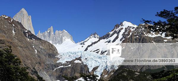 Fitzroy mit Gletscher  El Chalten  Patagonien  Anden  Argentinien  Südamerika