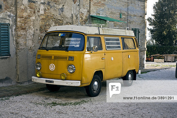 Volkswagen Bus T2  Oldtimer  restauriert  Ancona  Marken  Italien  Europa Volkswagen Bus T2, Oldtimer, restauriert, Ancona, Marken, Italien, Europa