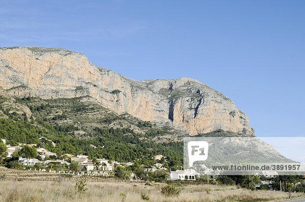 Häuser  Wohnsiedlung  Berg Montgo  Naturschutzgebiet  Javea  Costa Blanca  Provinz Alicante  Spanien  Europa