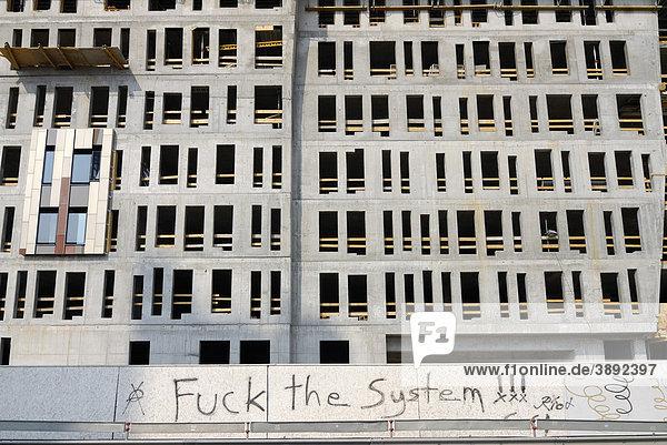 Graffiti Fuck the system an einer Fassade in der Hafencity in Hamburg  Deutschland  Europa