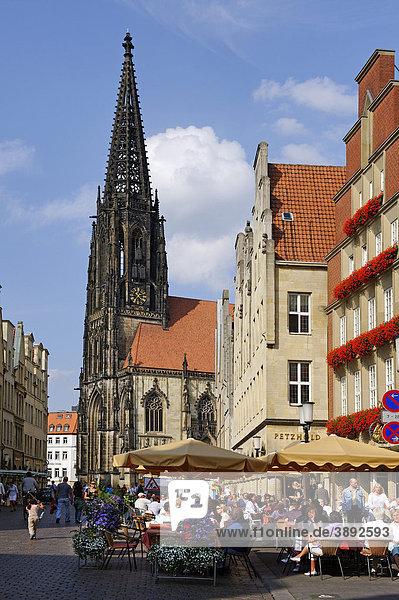 Prinzipalmarkt square with Saint Lamberti church  Muenster  North Rhine-Westphalia  Germany  Europe