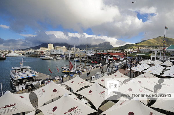 Quay 4  view to Waterfront and Table Mountain  Waterfront  Cape Town  Cape Province  South Africa  Africa