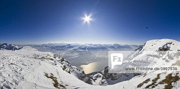 Blick vom Chäserrugg auf den Walensee  Churfirsten  Kanton St. Gallen  Schweiz  Europa