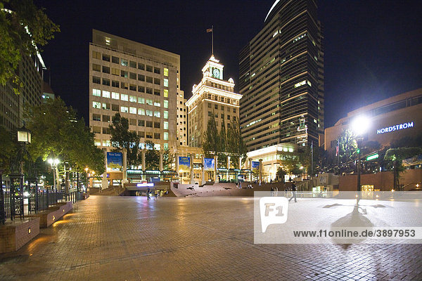 Blick auf den Pioneer Courthouse Square und den Jackson Tower  Portland  Oregon  USA