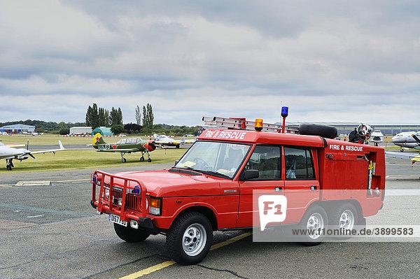 Ein Feuerlöschfahrzeug von Range Rover auf dem North Weald Airfield Flughafen  Essex  England  Vereinigtes Königreich  Europa
