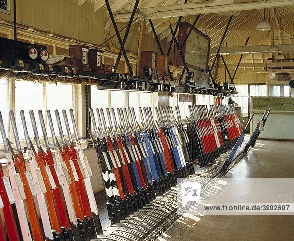 Eisenbahn-Stellwerk  Innenansicht  Westbury  Wiltshire  England  Vereinigtes Königreich  Europa  1980er Jahre
