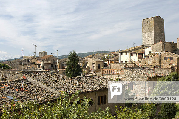 Stadtansicht von San Gimignano  UNESCO-Weltkulturerbe  Toskana  Italien  Europa