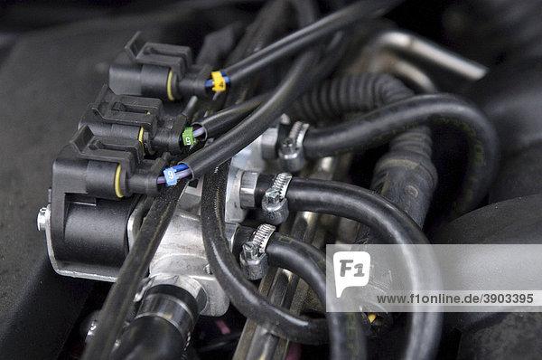 Gasinjektoren,  Autogasanlage STAG-300-6 plus in einem 7er BMW,  Modell E38 Baujahr 1997,  Reihen-6-Zylinder-Motor mit 142kw,  Stuttgart,  Baden-Württemberg,  Deutschland,  Europa