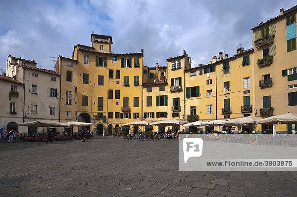 Piazza Anfiteatro  Lucca  Toskana  Italien  Europa