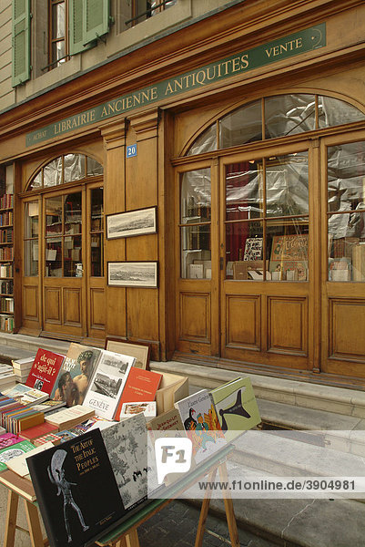 Altes Ladengeschäft  Antiquariat in der Rue de la CitÈ in der Altstadt von Genf  Schweiz  Europa