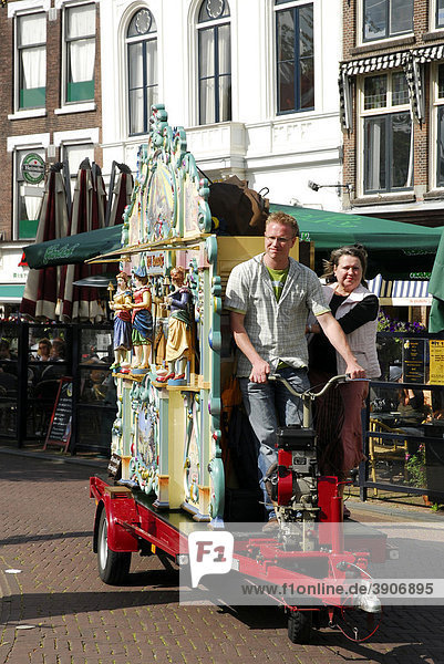 Mobile barrel organ on the market square of Gouda  Zuid-Holland  South Holland  The Netherlands  Europe