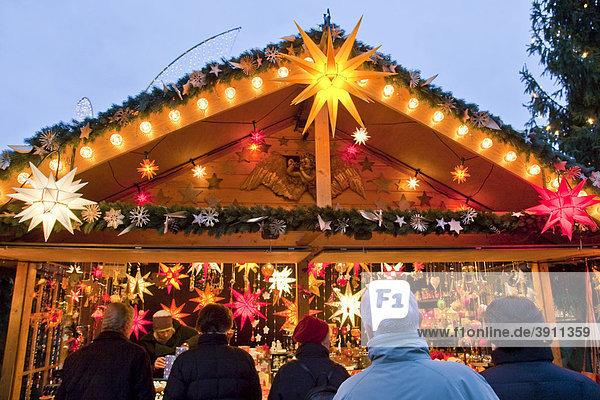 Marktstand Auf Dem Weihnachtsmarkt In Ludwigsburg Abend