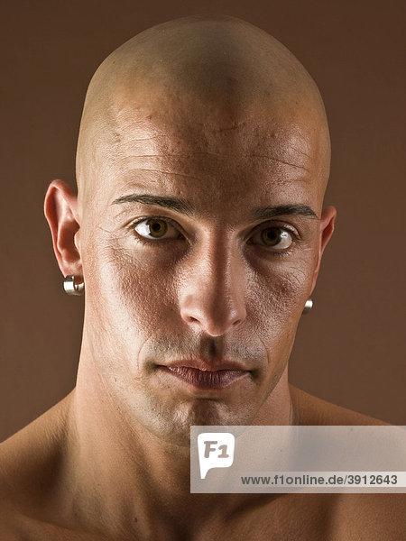 Mann  Glatze  Gesicht  ernst  Portrait