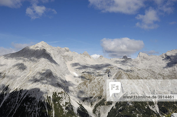 Blick von Suntigerspitze auf die Vomperkette  Karwendelgebirge  Tirol  Österreich