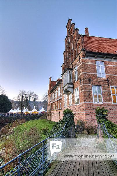 Weihnachtsmarkt am Bergedorfer Schloss in Bergedorf  Hamburg  Deutschland  Europa