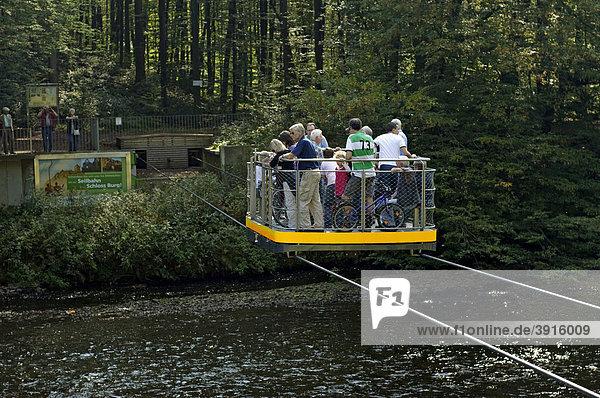 Hängefähre über die Wupper zwischen Solingen und Remscheid  Müngstener Brückenpark  Nordrhein-Westfalen  Deutschland  Europa