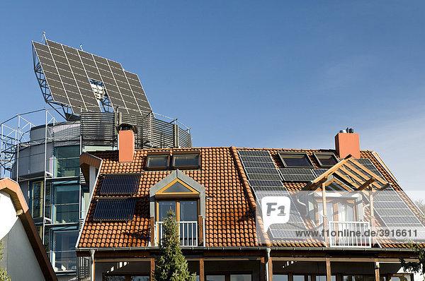 Dach mit Solaranlage  ökologisches Vauban Viertel in Freiburg im Breisgau  Baden-Württemberg  Deutschland  Europa