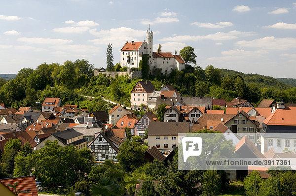 Burg Gössweinstein über dem Ort Gössweinstein,  Fränkische Schweiz,  Franken,  Bayern,  Deutschland,  Europa