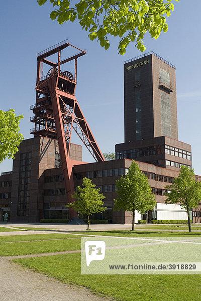 Fördergerüst und Malakowturm der ehemaligen Zeche Nordstern im Nordsternpark  Route der Industriekultur  Gelsenkirchen  Ruhrgebiet  Nordrhein-Westfalen  Deutschland  Europa