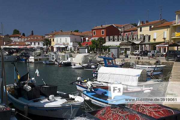 Hafen von Novigrad  Istrien  Kroatien  Europa