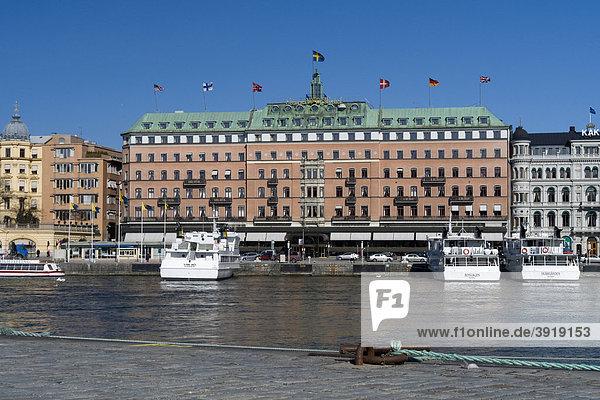 Grand Hotel und Schiffsanlegestelle am Strömkajen  Stockholm  Schweden  Skandinavien  Europa