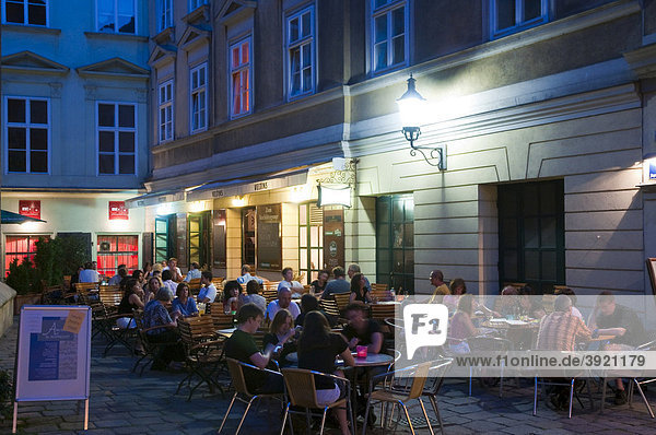 Nachtleben  Bermudadreieck bei Nacht  Wien  Österreich  Europa