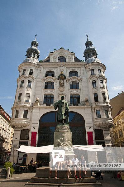Gebäude am Lugeck und Gutenbergdenkmal  Wien  Österreich  Europa
