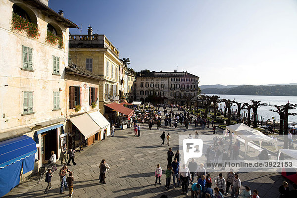 Orta San Giulio  Lago d'Orta  main square with bars for tourists and waterfront antique palaces  Novara  Piedmont  Italy  Europe