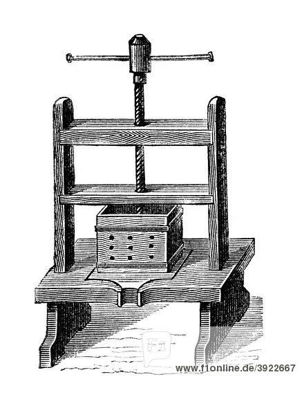 Obstpresse  historische Illustration aus: Marie Adenfeller  Friedrich Werner: Illustriertes Koch- und Haushaltungsbuch  Friedrichshagen 1899-1900  S. 140  Fig. 211