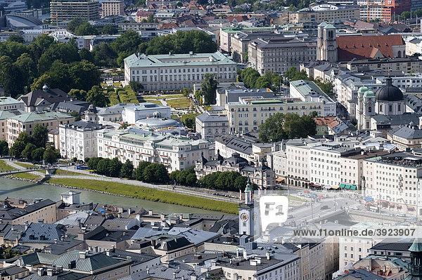 Blick von der Festung auf Altstadt und von Salzburg  Österreich  Europa