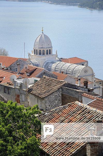 Blick auf die Altstadt und die Kathedrale von Sibenik  Kroatien  Europa
