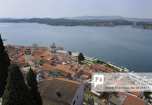 Blick auf die Altstadt von Sibenik  Kroatien  Europa