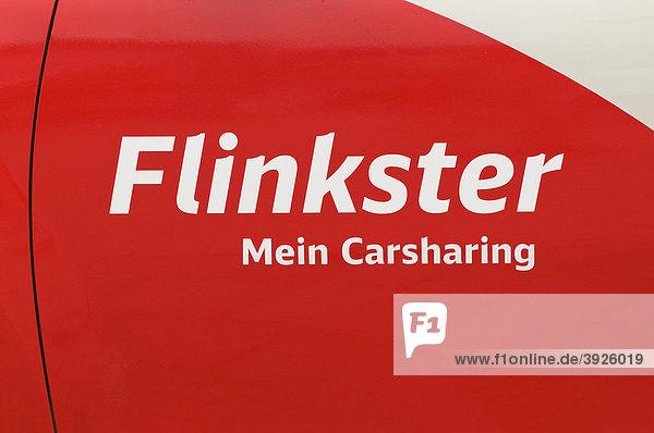 Logo Flinkster Mein Carsharing auf Autotür  organisierte  gemeinschaftliche Nutzung von Kraftfahrzeugen  Angebot der Deutschen Bahn AG Logo Flinkster Mein Carsharing auf Autotür, organisierte, gemeinschaftliche Nutzung von Kraftfahrzeugen, Angebot der Deutschen Bahn AG