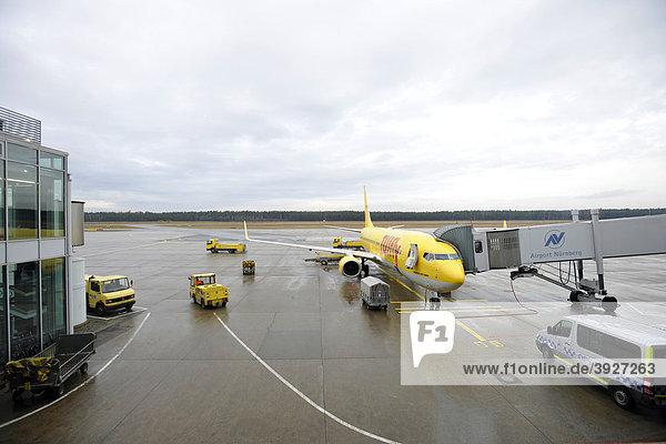 Flugvorbereitung Flugzeug TUI-FLY Boeing 737-800  Flughafen Nürnberg  Franken  Bayern  Deutschland  Europa Flugvorbereitung Flugzeug TUI-FLY Boeing 737-800, Flughafen Nürnberg, Franken, Bayern, Deutschland, Europa