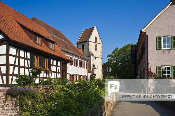 Im Städtle mit Kirche Sankt Georg  Bad Teinach Zavelstein  Schwarzwald  Baden-Württemberg  Deutschland  Europa