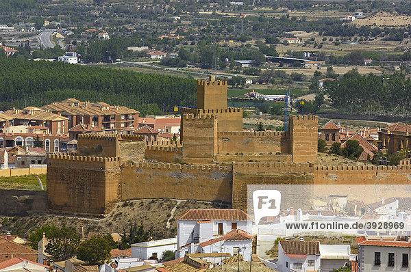 Alcazaba  Blick vom Höhlenviertel Troglodytes in der Altstadt Santiago aus  Guadix  Marquesado Region  Provinz Granada  Andalusien  Spanien  Europa