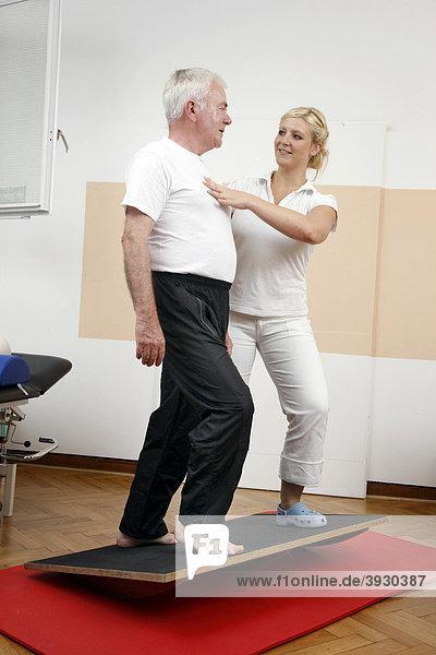 Physiotherapie  Krankengymnastik Abteilung in einem Krankenhaus  stationäre und ambulante Behandlung von Patienten  Gelsenkirchen  Nordrhein-Westfalen  Deutschland  Europa