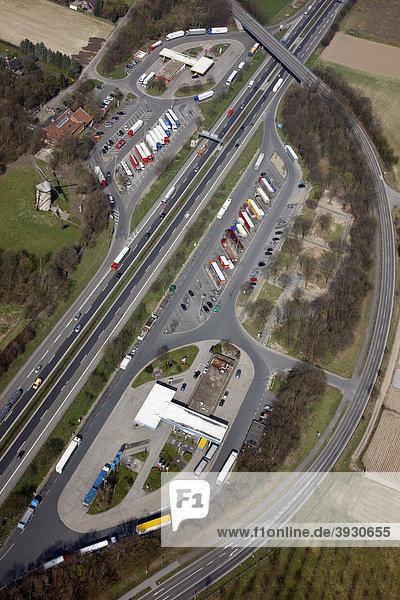 Autobahn A57 bei Krefeld  Raststätte Geismühle West und Ost  Krefeld  Nordrhein-Westfalen  Deutschland  Europa