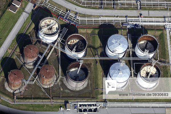Tanklager für Mineralöle im Bereich der Duisburger Häfen  Binnenhafen Ruhrort  Duisburg  Nordrhein-Westfalen  Deutschland  Europa Tanklager für Mineralöle im Bereich der Duisburger Häfen, Binnenhafen Ruhrort, Duisburg, Nordrhein-Westfalen, Deutschland, Europa
