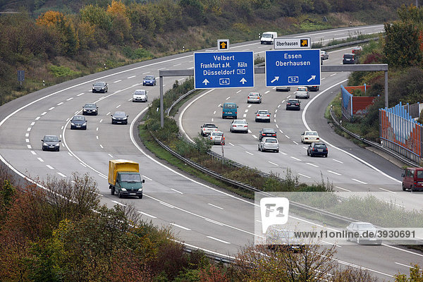 Autobahn A44  bei Düsseldorf  Flughafenautobahn  Abzweig zur A52  Kreuz Düsseldorf-Nord  Düsseldorf  Nordrhein-Westfalen  Deutschland  Europa