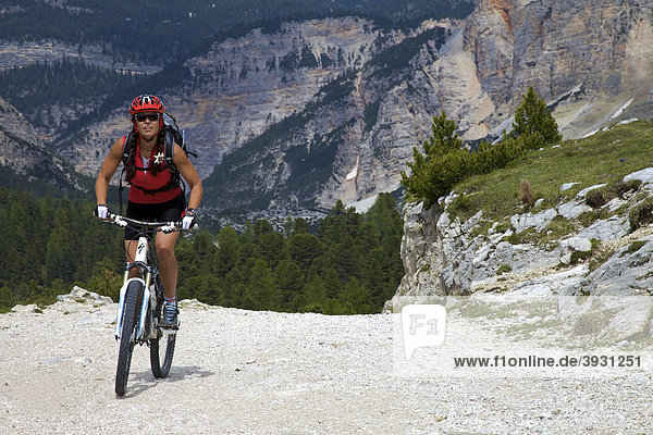 Mountain bike rider on the Limo Pass in Fanes-Sennes-Prags Nature Park  Trentino  Alto Adige  Italy  Europe