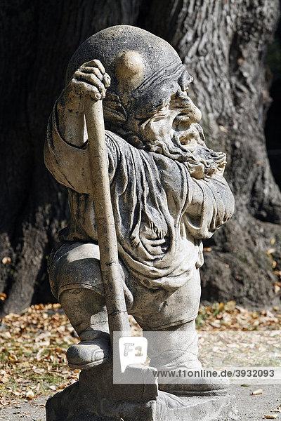 Bärtiger Zwerg mit Beule auf dem Kopf  Skulpturen-Serie verwachsener Menschen aus der Barockzeit  Zwergelgarten  Mirabellgarten  Salzburg  Österreich  Europa