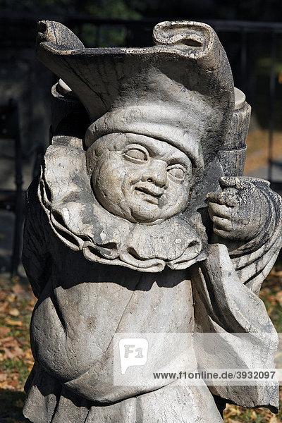 Zwerg  Skulpturen-Serie verwachsener Menschen aus der Barockzeit  Zwergelgarten  Mirabellgarten  Salzburg  Österreich  Europa