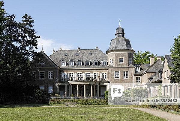 Schloss Garath  Sitz der Peter-Ustinov-Stiftung  Düsseldorf  Nordrhein-Westfalen  Deutschland  Europa