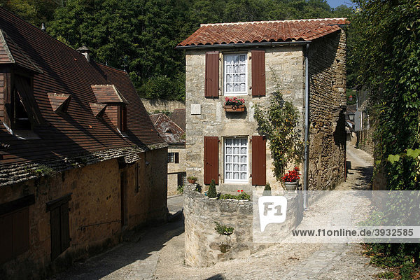Typical stone cottage  Beynac-et-Cazenac  Dordogne  Aquitaine  France  Europe